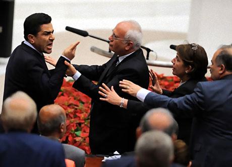 Mecliste 'Ülkede savaş yaşanıyor' tartışması! galerisi resim 6
