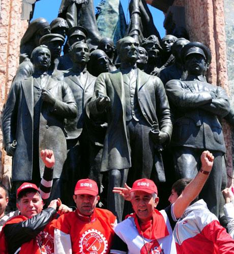32 yıl sonra 1 Mayıs İşçi bayramı! galerisi resim 43