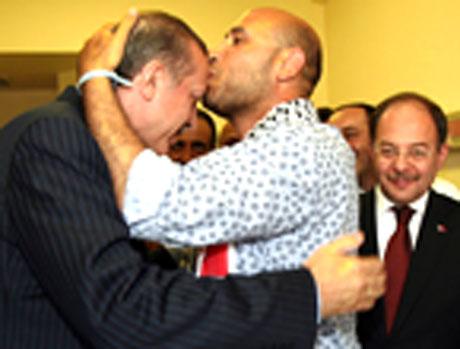 Erdoğan'ı alnından öptüler galerisi resim 4