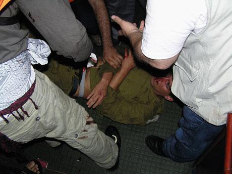 İsrail'in imajı yerlerde: Ağlayan komando! galerisi resim 8