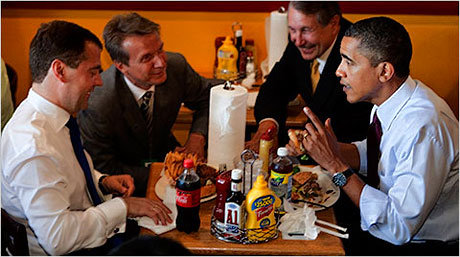Obama ve Medvedev hamburgerci'de galerisi resim 1
