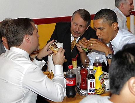 Obama ve Medvedev hamburgerci'de galerisi resim 3