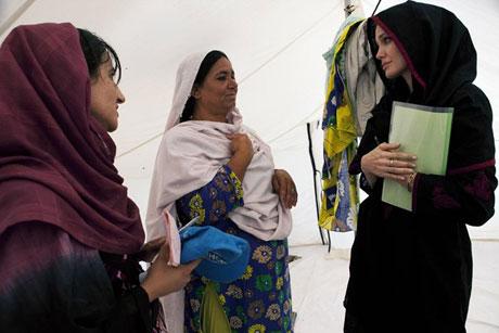 Angelina Jolie Felaket bölgesininde galerisi resim 10
