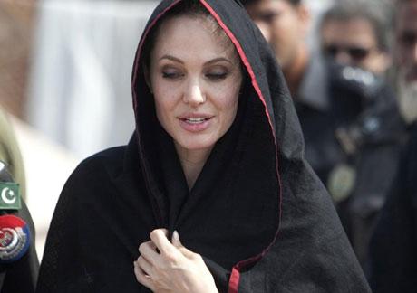 Angelina Jolie Felaket bölgesininde galerisi resim 12