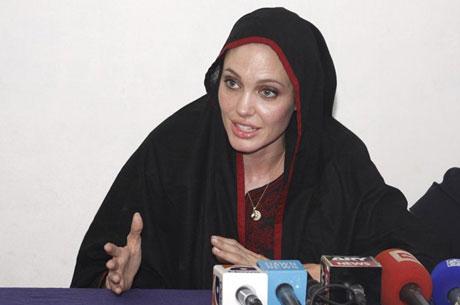 Angelina Jolie Felaket bölgesininde galerisi resim 13