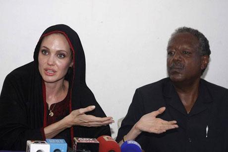 Angelina Jolie Felaket bölgesininde galerisi resim 15