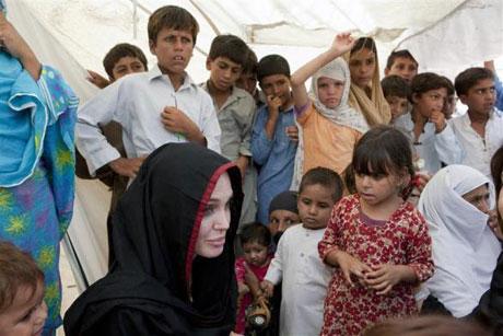 Angelina Jolie Felaket bölgesininde galerisi resim 18
