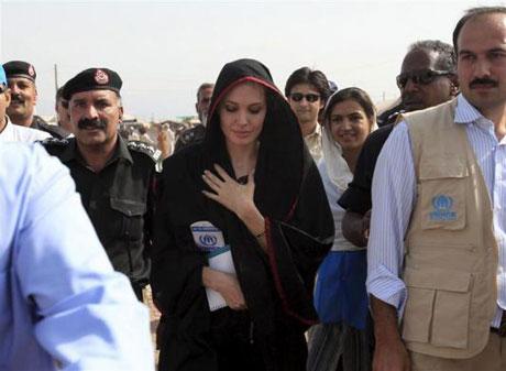 Angelina Jolie Felaket bölgesininde galerisi resim 2
