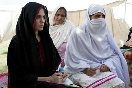 Angelina Jolie Felaket bölgesininde galerisi resim 4