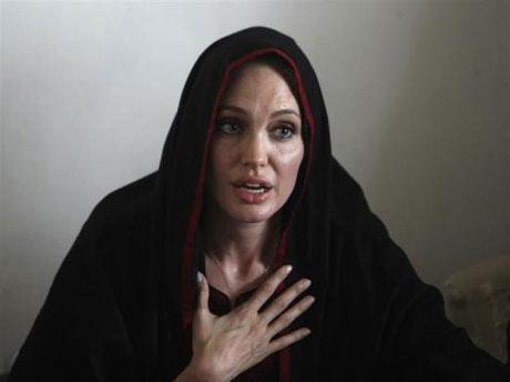 Angelina Jolie Felaket bölgesininde galerisi resim 5