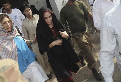 Angelina Jolie Felaket bölgesininde galerisi resim 8