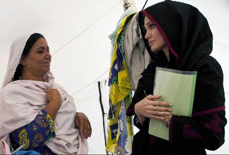 Angelina Jolie Felaket bölgesininde galerisi resim 9