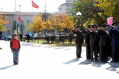 Asker Diyarbakır'da sloganlarla yürüdü galerisi resim 1