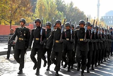 Asker Diyarbakır'da sloganlarla yürüdü galerisi resim 3