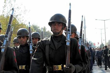 Asker Diyarbakır'da sloganlarla yürüdü galerisi resim 4