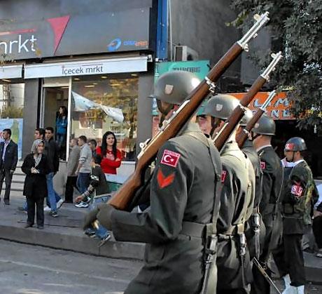 Asker Diyarbakır'da sloganlarla yürüdü galerisi resim 6