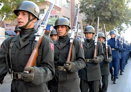 Asker Diyarbakır'da sloganlarla yürüdü galerisi resim 7