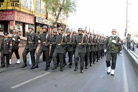 Asker Diyarbakır'da sloganlarla yürüdü galerisi resim 8