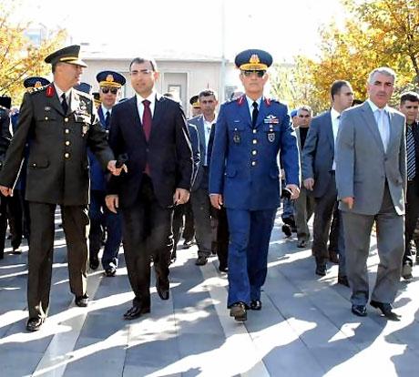 Asker Diyarbakır'da sloganlarla yürüdü galerisi resim 9