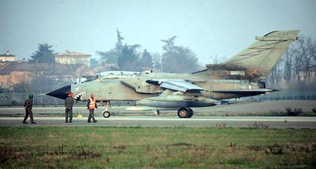 Libya'ya bomba yağıyor galerisi resim 13