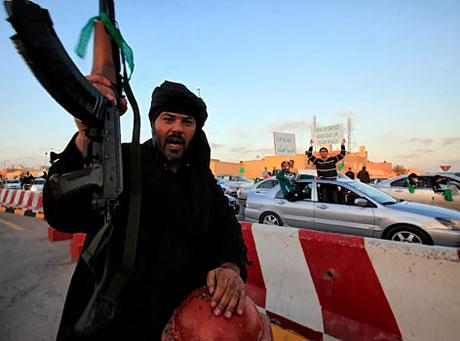 Libya'ya bomba yağıyor galerisi resim 15