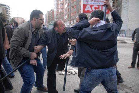 'Sivil itaatsizlik' eylemi ve Polis müdahalesi galerisi resim 1