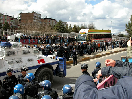 'Sivil itaatsizlik' eylemi ve Polis müdahalesi galerisi resim 13