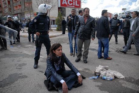 'Sivil itaatsizlik' eylemi ve Polis müdahalesi galerisi resim 15