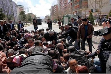 'Sivil itaatsizlik' eylemi ve Polis müdahalesi galerisi resim 21