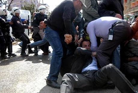 'Sivil itaatsizlik' eylemi ve Polis müdahalesi galerisi resim 26