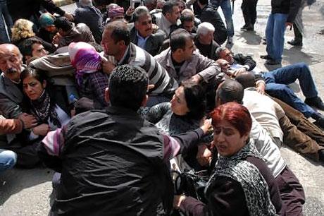 'Sivil itaatsizlik' eylemi ve Polis müdahalesi galerisi resim 28