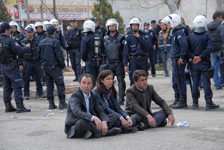 'Sivil itaatsizlik' eylemi ve Polis müdahalesi galerisi resim 3