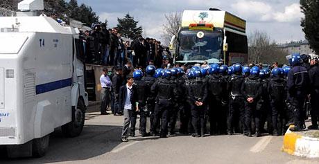 'Sivil itaatsizlik' eylemi ve Polis müdahalesi galerisi resim 33