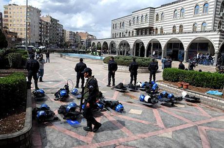 'Sivil itaatsizlik' eylemi ve Polis müdahalesi galerisi resim 35