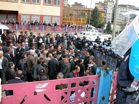 'Sivil itaatsizlik' eylemi ve Polis müdahalesi galerisi resim 4