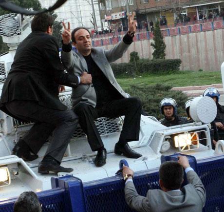 'Sivil itaatsizlik' eylemi ve Polis müdahalesi galerisi resim 54