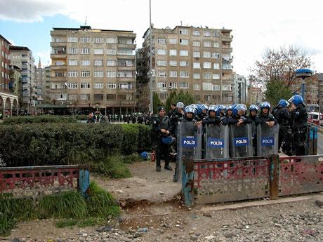 'Sivil itaatsizlik' eylemi ve Polis müdahalesi galerisi resim 9