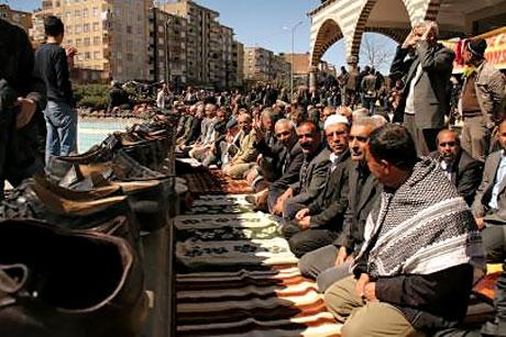 Diyarbakır'da 'sivil' Cuma namazı! galerisi resim 4