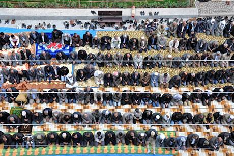 Onbinler 'Sivil Cuma' namazı kıldı galerisi resim 24