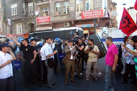 YSK'ya Diyarbakır ve Taksim'de protesto galerisi resim 1