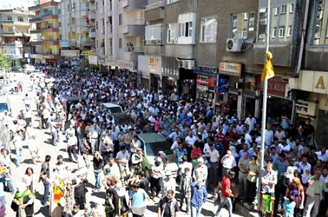 YSK'ya Diyarbakır ve Taksim'de protesto galerisi resim 12