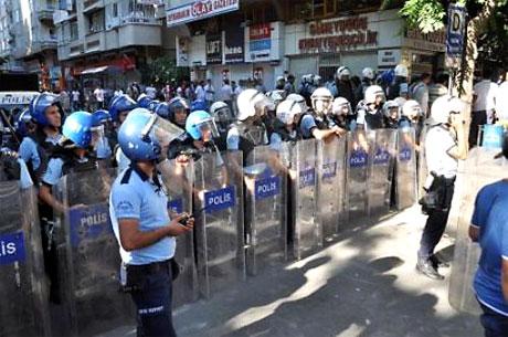 YSK'ya Diyarbakır ve Taksim'de protesto galerisi resim 14