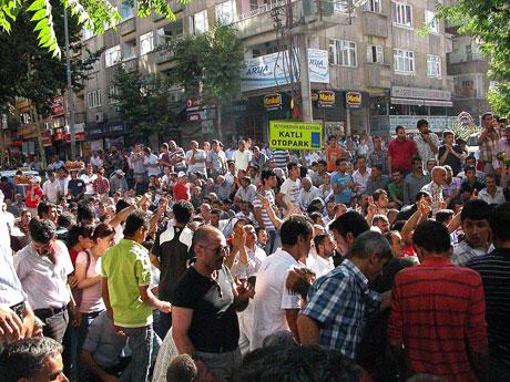 YSK'ya Diyarbakır ve Taksim'de protesto galerisi resim 17