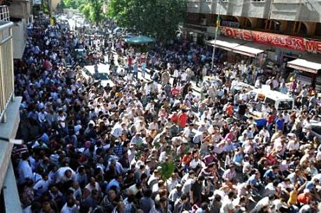 YSK'ya Diyarbakır ve Taksim'de protesto galerisi resim 23