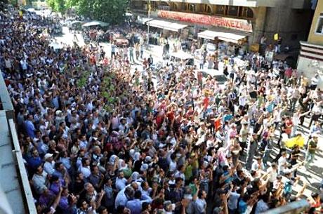 YSK'ya Diyarbakır ve Taksim'de protesto galerisi resim 26