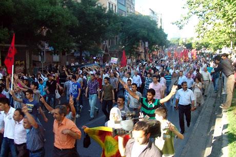 YSK'ya Diyarbakır ve Taksim'de protesto galerisi resim 35