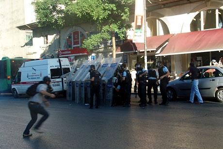 YSK'ya Diyarbakır ve Taksim'de protesto galerisi resim 42