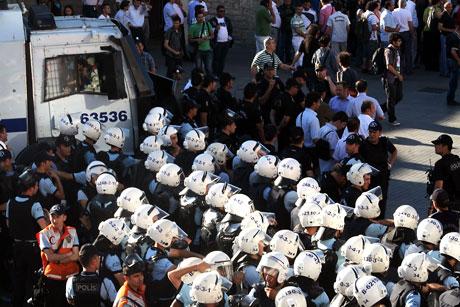 YSK'ya Diyarbakır ve Taksim'de protesto galerisi resim 51