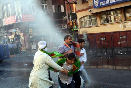 YSK'ya Diyarbakır ve Taksim'de protesto galerisi resim 52