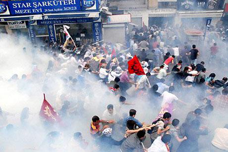 Şişli karıştı, Polisten vekillere biber gazı! galerisi resim 19